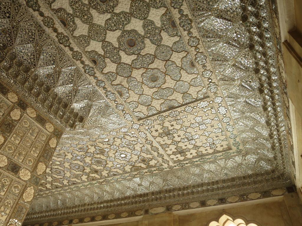 Photographie du plafond aux miroir du Diwan-i-Khas