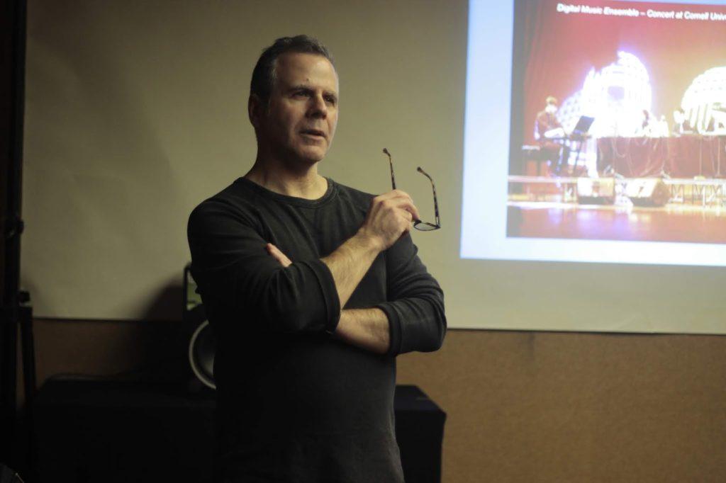 """Photographie de Tomas Henriques lors de sa présentation de """"10-years of Electronic Instrument Making - A creative journey using technology for musical expression"""""""